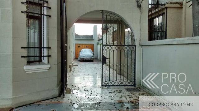 entrada y estacionamientos