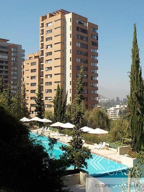 Vista edificio desde la piscina