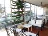 amplia y soleada terraza